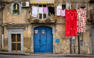 Sicily-caltagirone-laundry_mini